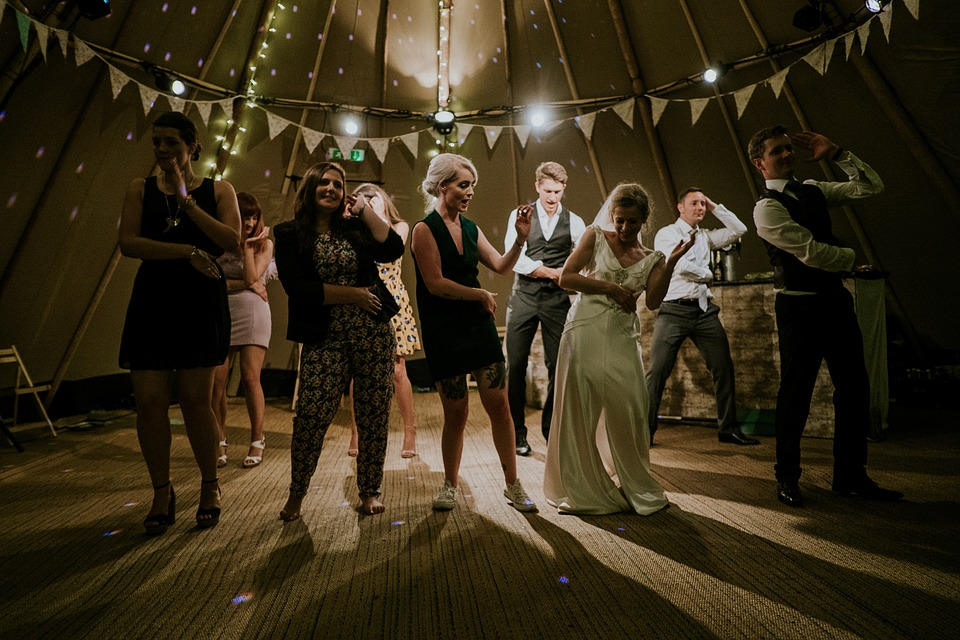 Tips On Choosing The Right Lighting For An Outdoor Event