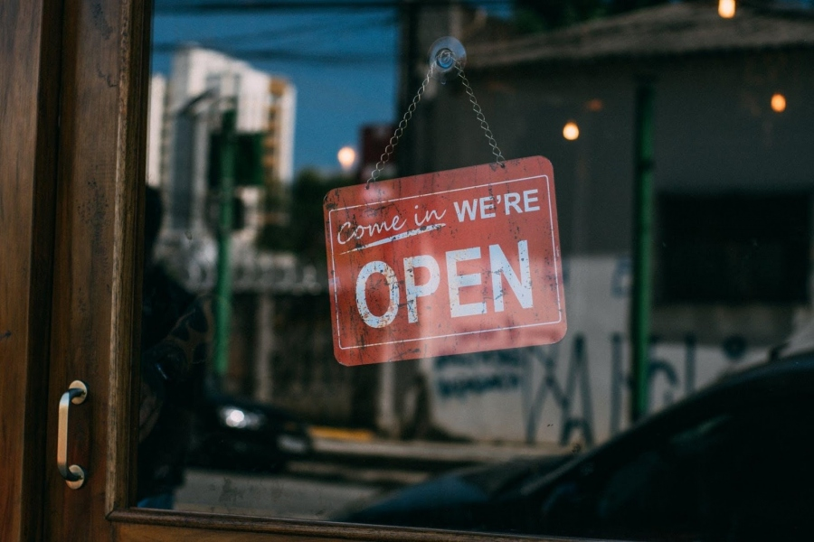 4 Ways To Make Your Shop Stand Out From The Competitors
