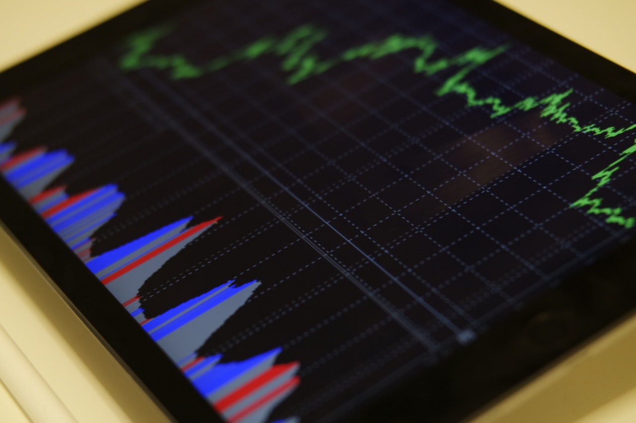 Investing vs. Trading: 7 Key Differences